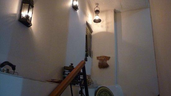 Hotel Nezih: escalier vers restaurant (sous sol)