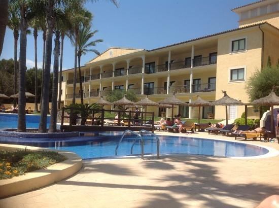 SENTIDO Mallorca Palace: Pool and Accommodation