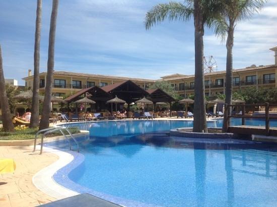SENTIDO Mallorca Palace: Pool and Poolside Bar