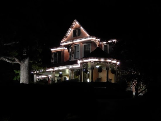 Beaufort House Inn: Arriving home at night