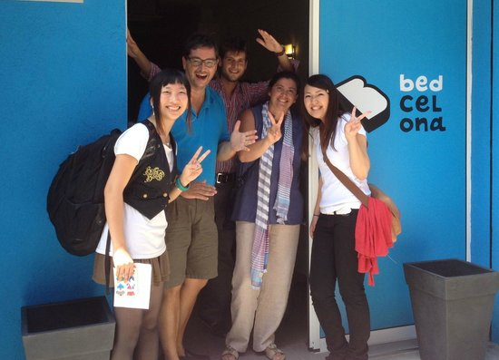 Bedcelona Gracia Hostel: part of bedcelona team with japanes clients