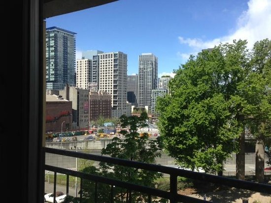 Homewood Suites by Hilton Seattle-Conv Ctr-Pike Street: View from bedroom and attached patio
