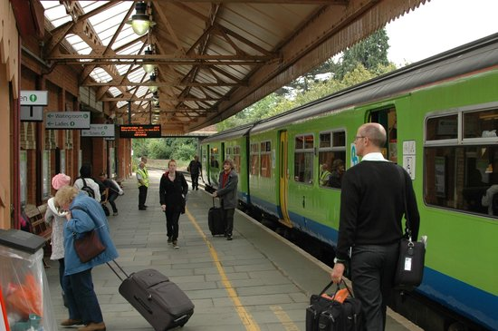 Adelphi Guest House : Strattford Railway Station
