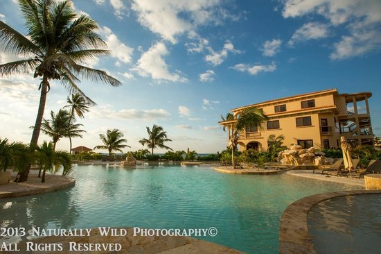 Coco Beach Resort: Shallow Pool Area