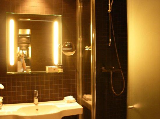 Bath room foto di dutch design hotel artemis amsterdam for Design hotel artemis