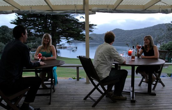 Whangapara, Nueva Zelanda: Dining on the deck