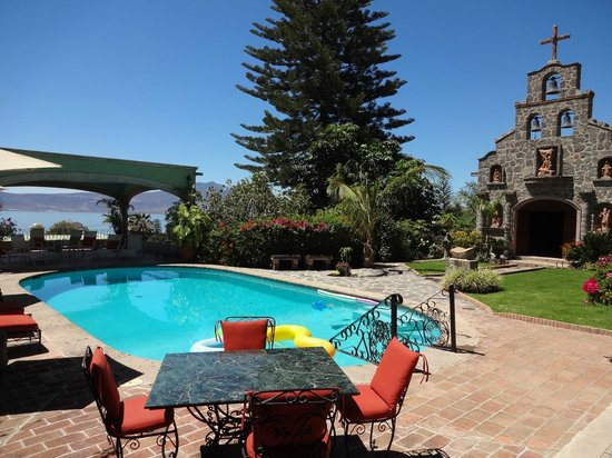 Villa del Angel Bed and Breakfast : alberca y alrededores