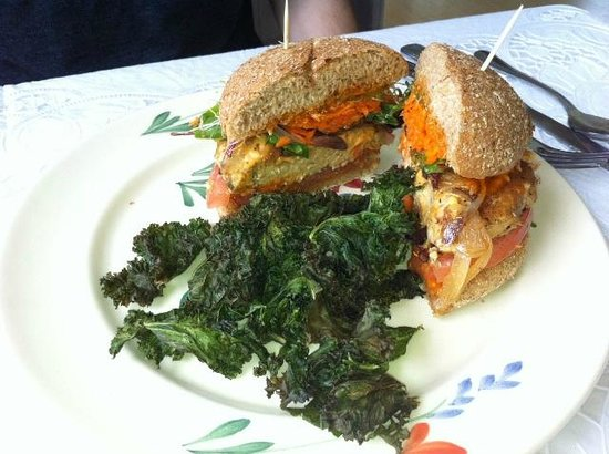 Puree Cafe: Tempeh Sausage Burger with kale side