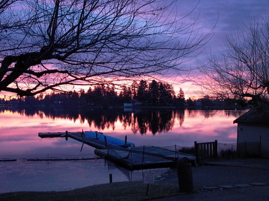The Inn on Long Lake: Beautiful winter sunrise over Long Lake