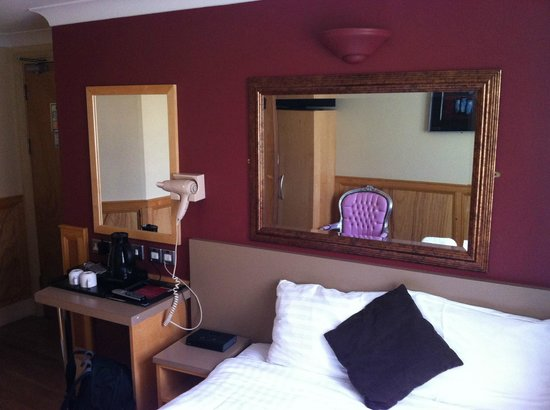 Excelsior Hotel London: another view of single room