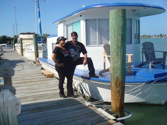 Sea Cove Motel and Marina: Karen and Sergio departing :(