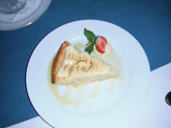 Lezat Beach Restaurant: Mouth watering key lime pie.