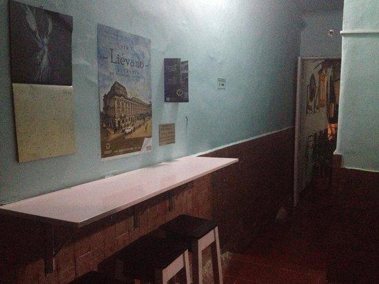 Zohar Hostel: área donde tomamos el desayuno