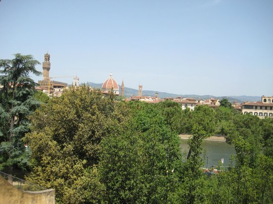 Il Magnifico B&B: a view of the Duomo from room 1