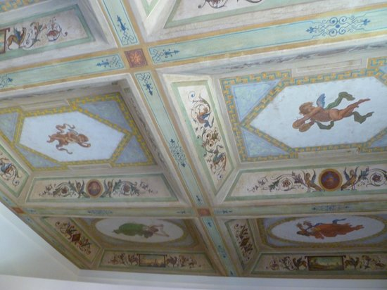 Suite Little Queen: Original Ceilings