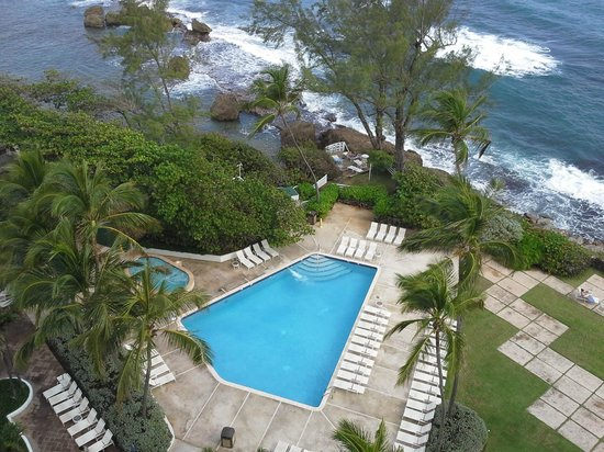 The Condado Plaza Hilton: View of the saltwater pool and hot tub from our room