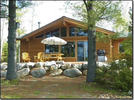 Les Chalets du Lac Grenier : Two Pines Cottage
