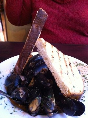 Vermont Pie & Pasta Company: Muscles and toast as an appetizer. You don't want to miss this.