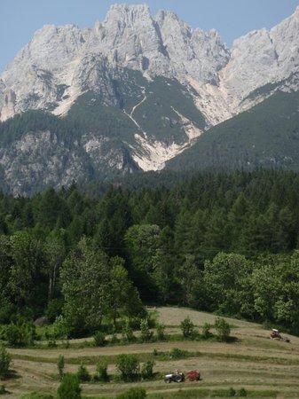 Hotel Mirage Cortina: Countryside view
