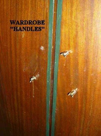 "Hotel Olympic: Wardrobe ""handles"""