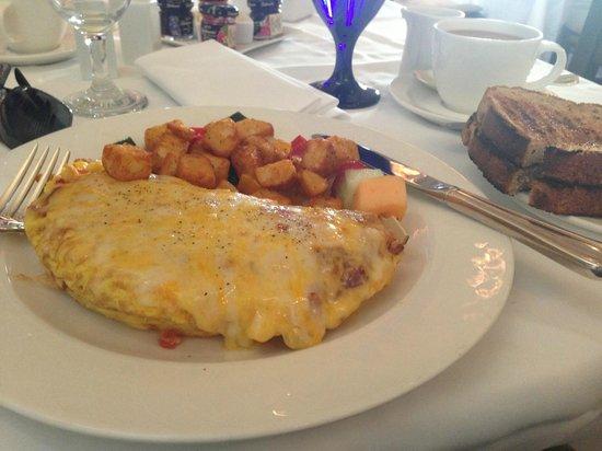 Arizona Inn: Yum! Omelet and ranch potatoes
