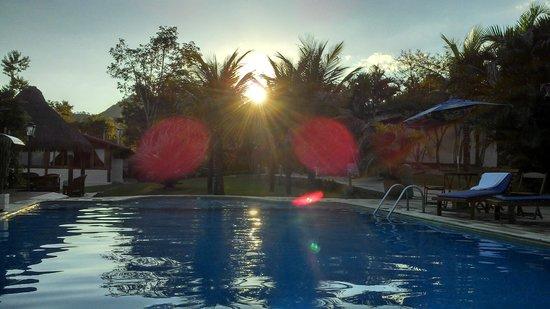 Pousada Cavaleiro dos Pireneus: Fim de tarde na piscina!