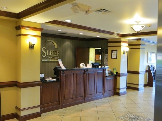 Sleep Inn & Suites: Front desk.
