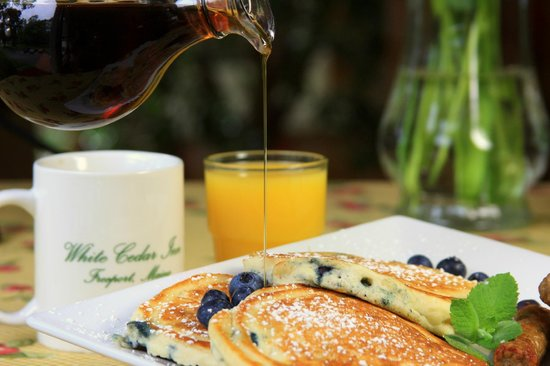 ‪‪White Cedar Inn Bed and Breakfast‬: Maine Blueberry Pancakes‬
