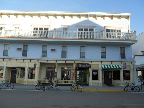 Murray Hotel: Front of hotel