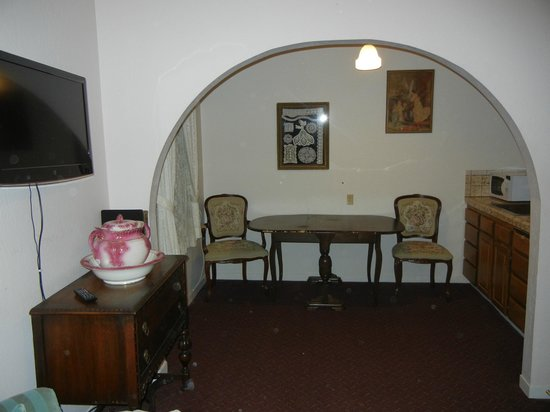 Historic Cary House Hotel: This room had a kitchen