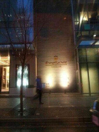 Shangri-La Hotel, Vancouver: Hotel entrance