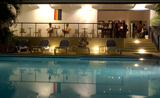 Hotel Villa Roca: Pool and Bar by night