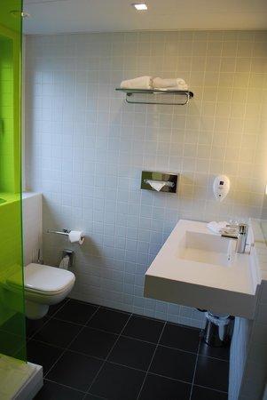 Park Inn by Radisson Luxembourg City: The bathroom
