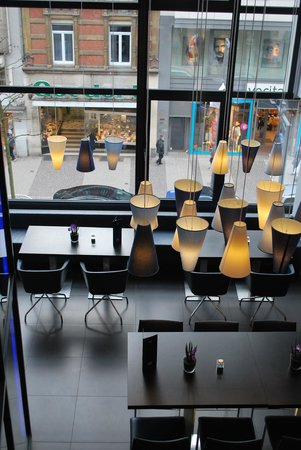 Park Inn by Radisson Luxembourg City: The bar area