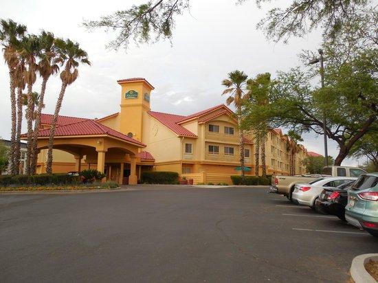 La Quinta Inn & Suites Tucson Airport: Hotel