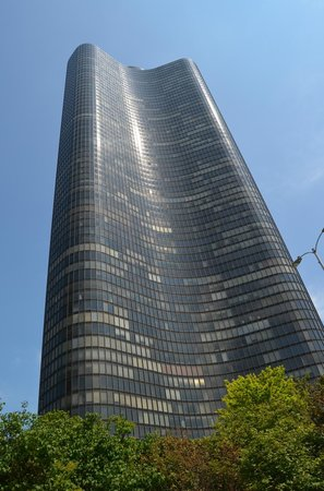 Lake Point Tower: It's wobbly!
