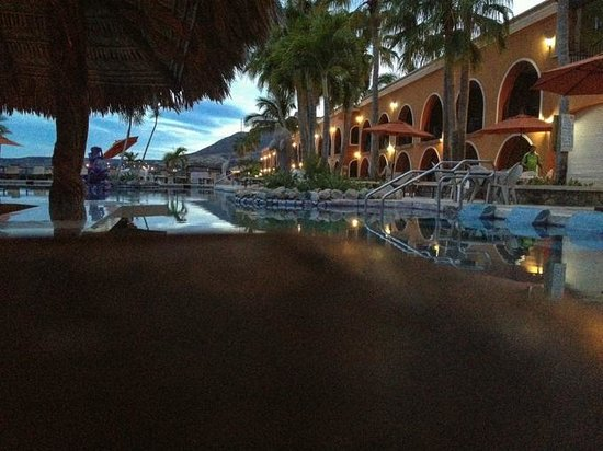 Playa del Sol: the more up scale Hotel Palmas de Cortez nearby