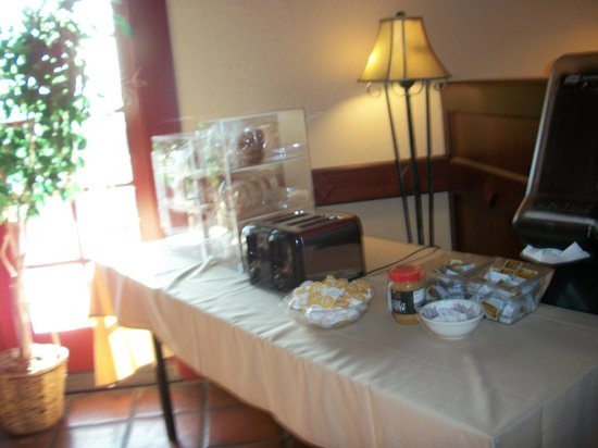 Crystal Inn Hotel & Suites St. George: Toasting station