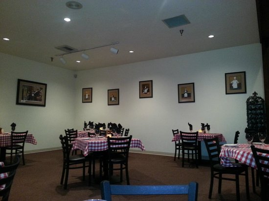 Lentine's: Main dining area