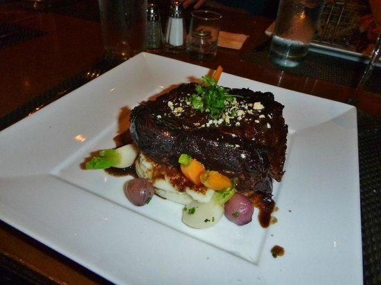 Park West Tavern: Braised Short Ribs on Whipped Potatoes