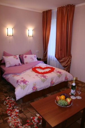 Central Hotel: Romantic decorations