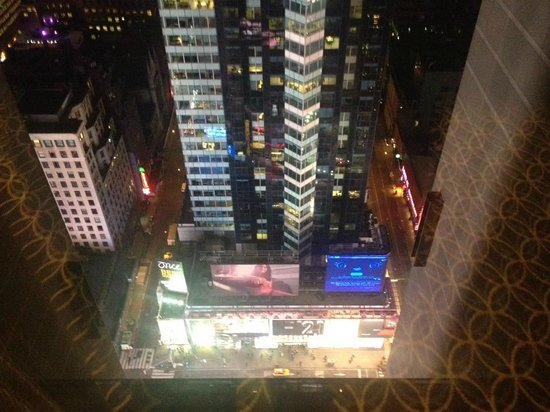 New York Marriott Marquis: View of Time Square from high floor