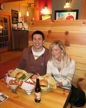 Fresh Burger Cafe: Mon Ami and New Mexico burgers!!