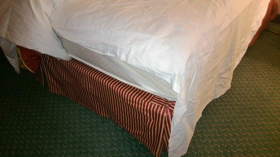 Hilton Oakland Airport : When I roll over the sheet rides up and my feet are on bare mattress. :(