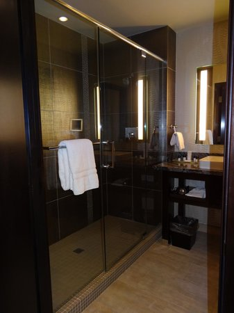 Viejas Casino & Resort: huge shower!