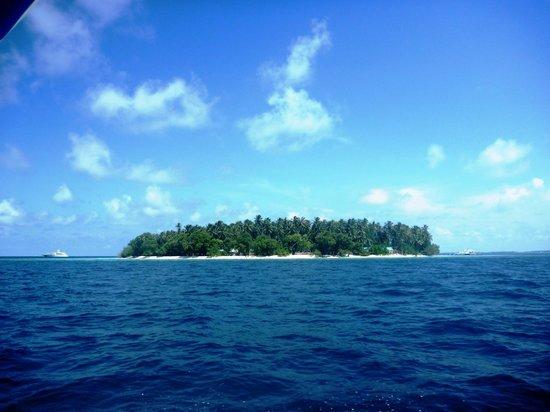 Thulhagiri Island Resort: the island taken from the boat