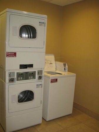 Hampton Inn & Suites Banning-Beaumont: Guest Laundry Room