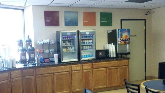 Comfort Inn & Suites Alexandria: breakkfast