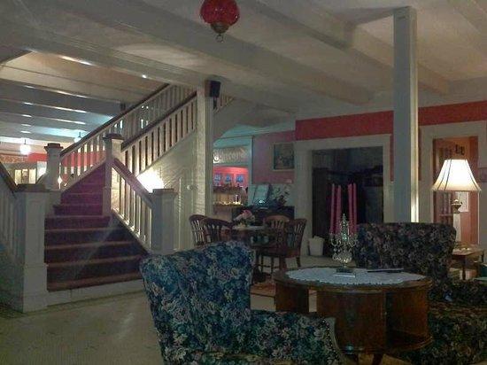 The Riverside Inn: Lobby