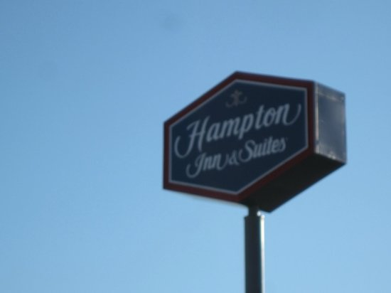 Hampton Inn & Suites Banning-Beaumont: Hotel signage